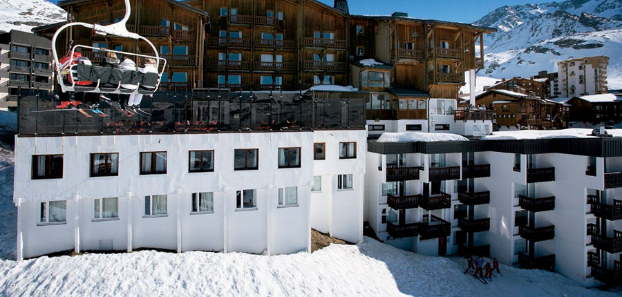 France_Val-Thorens_hotel_le_val_chaviere_ski_lift.jpg